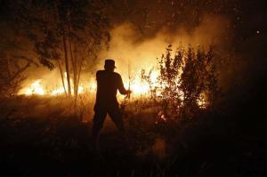 Indonéské úřady vyslaly 1000 vojáků na jižní Sumatru.